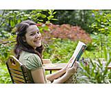 Garden, Leisure & entertainment, Reading