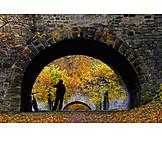 Autumn, Passage