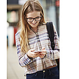 Teenager, Lesen, Mobiltelefon, Schülerin, Message