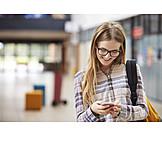 Teenager, Lesen, Mobiltelefon, Sms, Studentin