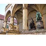 Statues, Feldherrnhalle