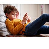 Kind, Spielen, Online, Smartphone